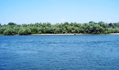 База расположена в Семикаракорске, на левом берегу реки